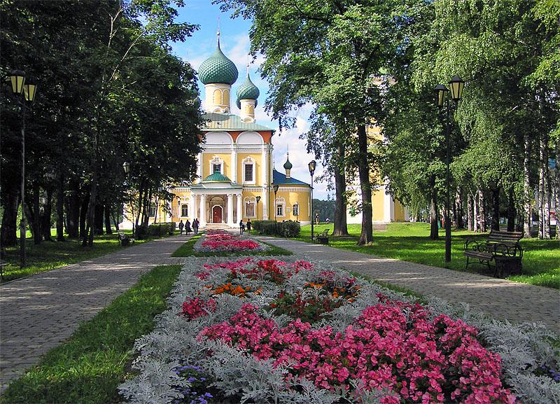Центральная аллея кремля
